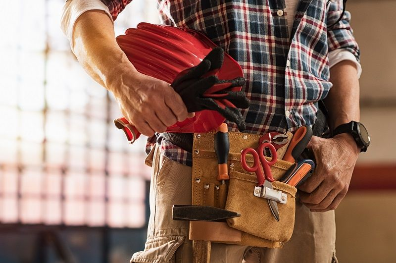 Bricklayer-holding-construction-tools-cm