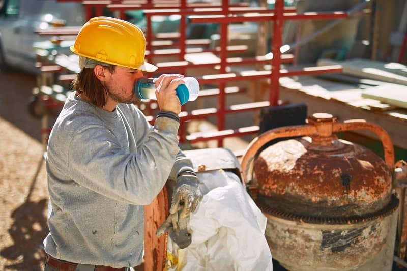 Avoid Dehydration on the Jobsite During the Summer Heat: 5 Tips